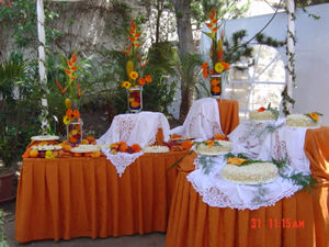 Banquetes l etiquette quito ecuador - Faldones para sillas ...